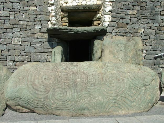 """Newgrange Eingang Stein"" by I, Clemensfranz. Licensed under CC BY 2.5 via Wikimedia Commons - http://commons.wikimedia.org/wiki/File:Newgrange_Eingang_Stein.jpg#/media/File:Newgrange_Eingang_Stein.jpg"